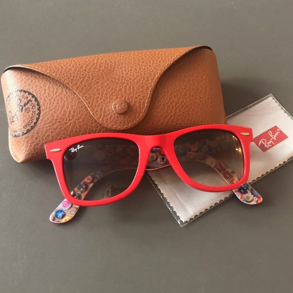4492044443354 Authentic New Ray-Ban Wayfarer Sunglasses. M 5aa407386bf5a65728c7d3d9